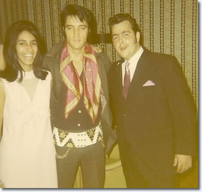 Elvis Presley with fans : August 23, 1969