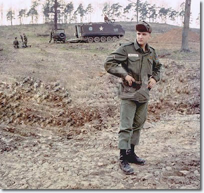 Elvis in the US Army - Tank manouvours