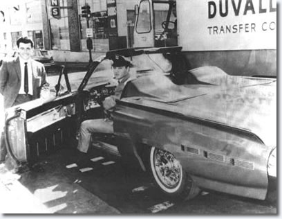 Elvis takes delivery of his Ford Thunderbird - 1962