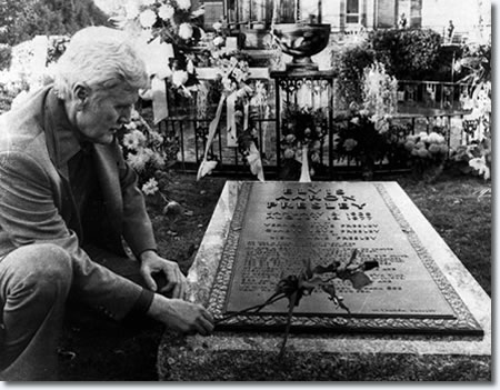 Vernon Presley at Elvis' grave at Graceland