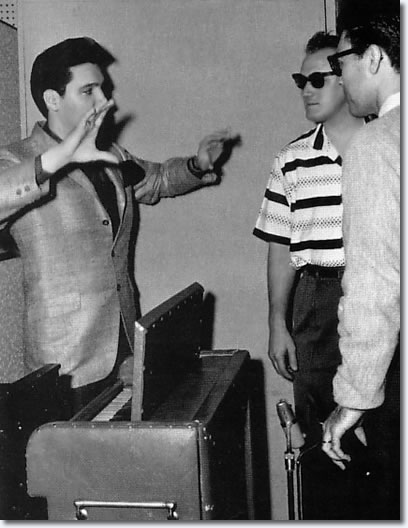 Elvis, Ray & Bob Moore - In the studio 1960