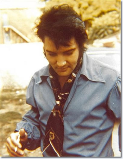 Elvis arriving at Studio B on June 4, 1970.
