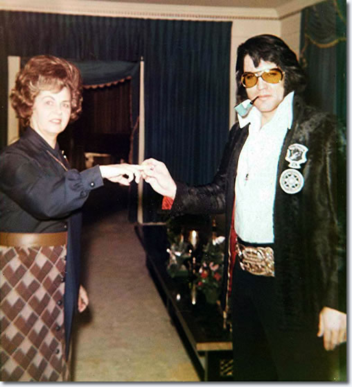 Janelle McComb and Elvis Presley : at Graceland sometime in late 1971 or early 1972.