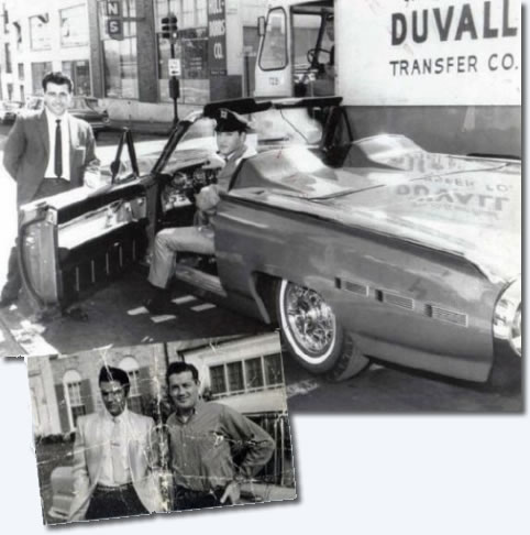 Elvis takes delivery of his Ford Thunderbird :1961