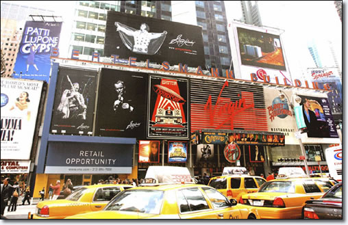 Elvis is on the buliding! 36-foot-tall Elvis unveiled in Times Square!