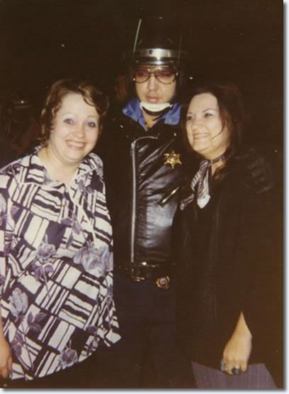 Shirley Connell, Elvis Presley and Tracy Gawer at Vickers Gas Station, Memphis, October 4, 1976.