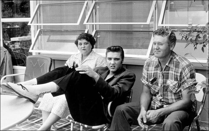 Gladys, Elvis and Vernon spend family time on Audubon Drive.