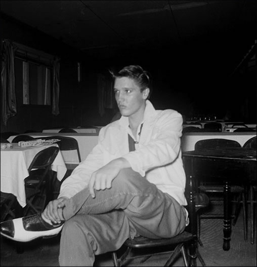 Elvis Presley hangs out at the Eagle's Nest in 1954.