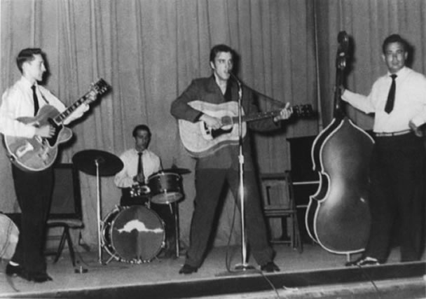 Scotty Moore, D.J. Fontana, Elvis Presley, Bill Black : The first Rock 'N' Roll Band.