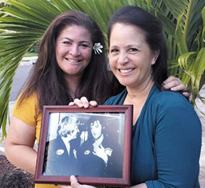 Sheri and Beth with a photo of their dad and Elvis | Photo from Sandra Sagisi.