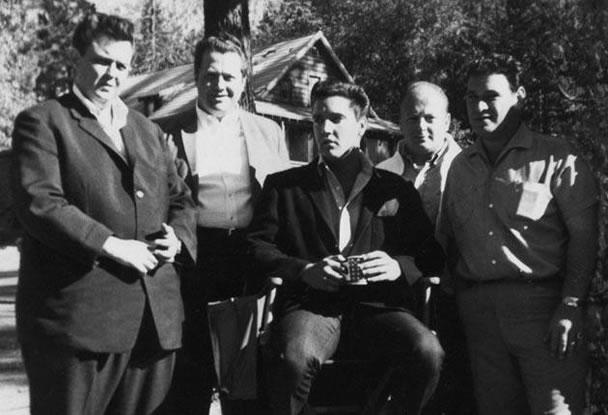 Lamar Fike on the set of 'Kid Galahad' with Elvis Presley, 1962.