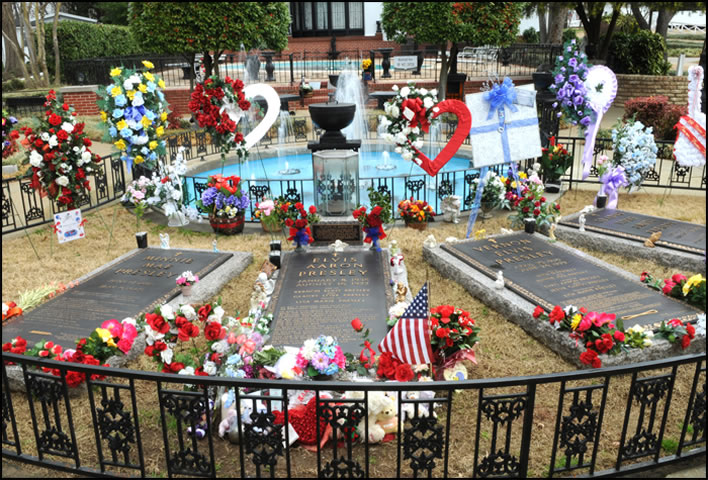 Minnie Mae, Elvis, Vernon and Gladys Presley are all buried at the Meditation Garden at Graceland.