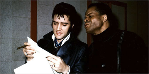Elvis Presley and Roy Hamilton with the lyric sheet for 'Angelica'.