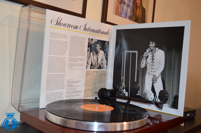 'Showroom Internationale' 2 x LP Set showing gatefold sleeve.