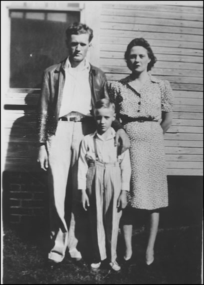 Elvis and his parents in front of their home.