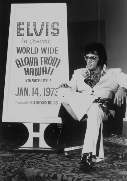 At this press conference, Elvis said he loved performing live for his fans.